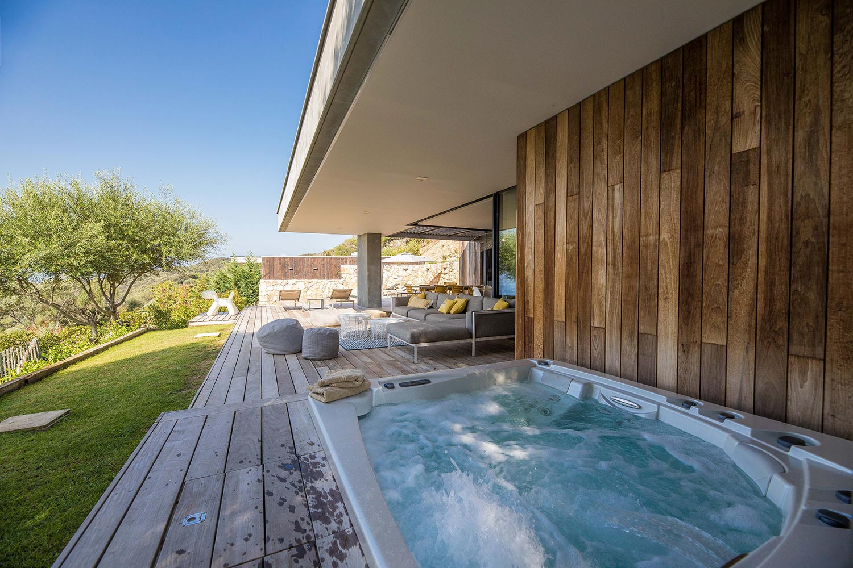 Casa Lilia | jacuzzi jardin - Location Villa de luxe à Propriano en Corse